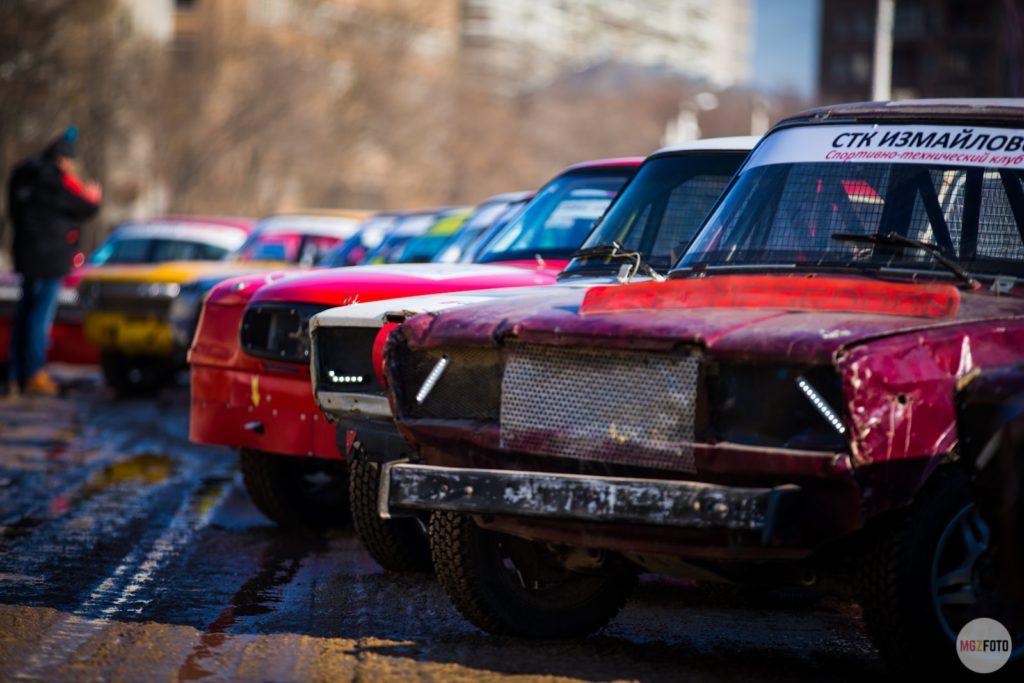 Автомобили ВАЗ на старте гонки